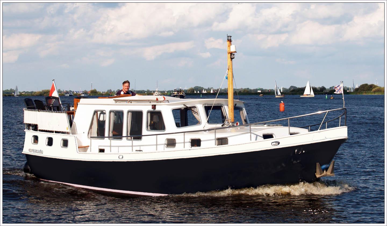 hausboot mieten f r 4 6 personen holland. Black Bedroom Furniture Sets. Home Design Ideas